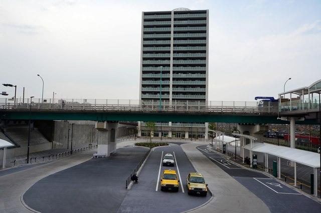 「新川崎駅前交通広場」 2015.4.25